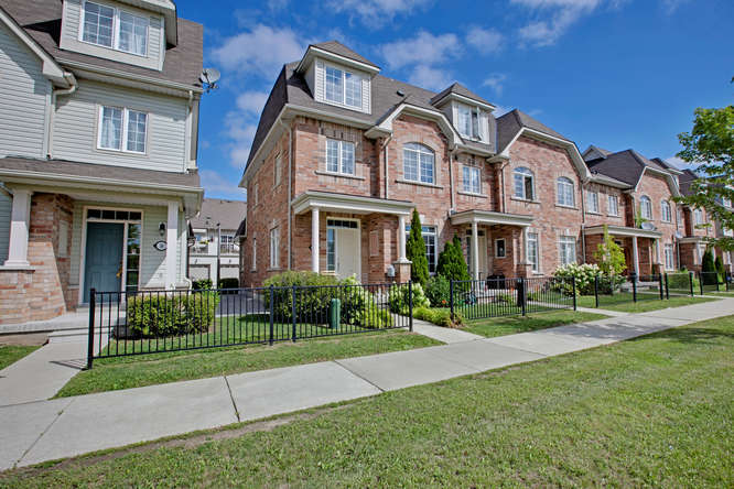 52 Wicker Park Way, Whitby ON – Real Estate Photographers in the GTA