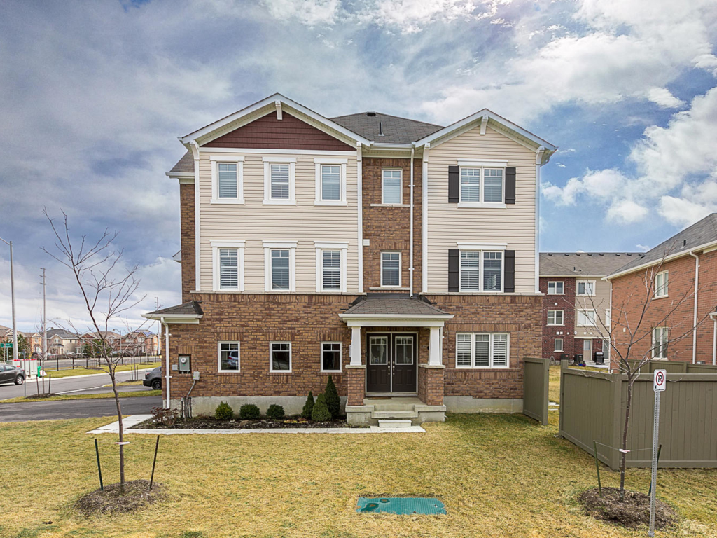37 Bannister Cres, Brampton ON – Real Estate Photography in Brampton, Ont