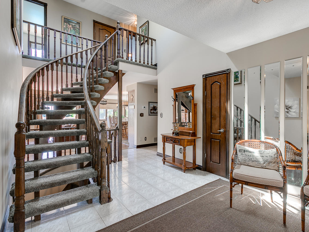 10 Regency Ct, Bradford West Gwillimbury ON – Real Estate Phtography in southern Ontario