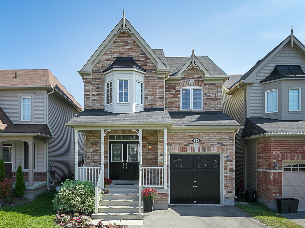 19 Daryl Cassell Dr, Bowmanville ON – Real Estate Photography in Toronto