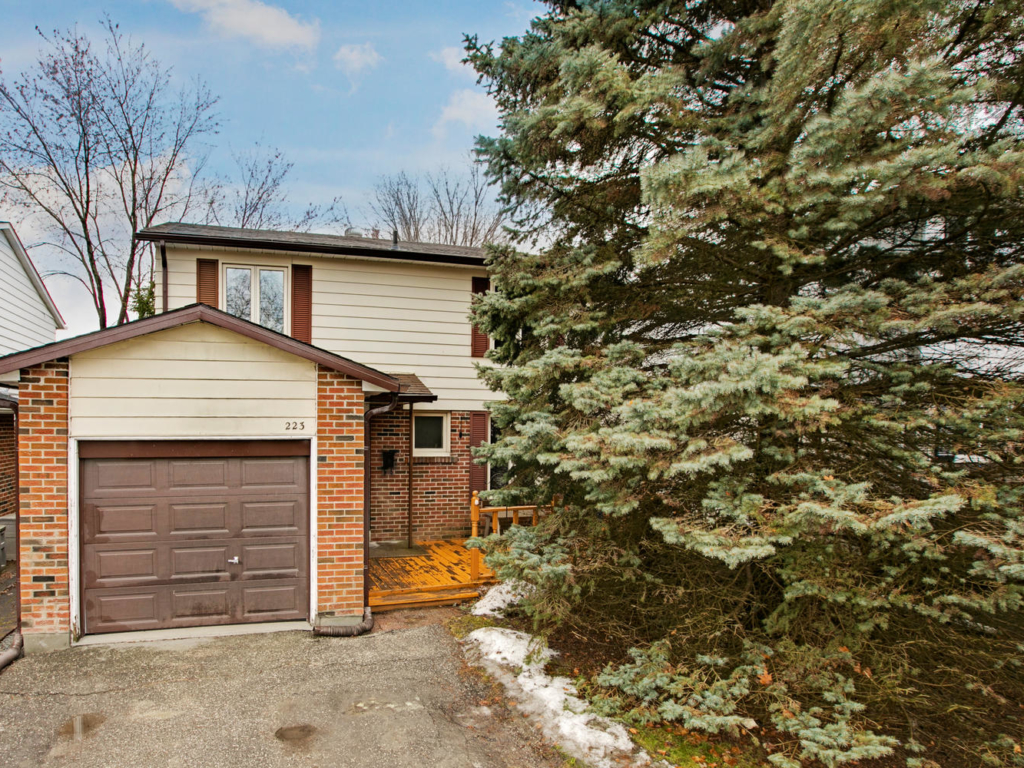 223 Thoms Crescent, Newmarket ON