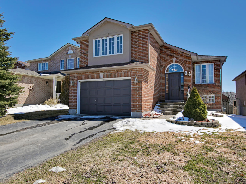 9 Golds Crescent, Barrie ON  – Photography for Real Estate in Barrie