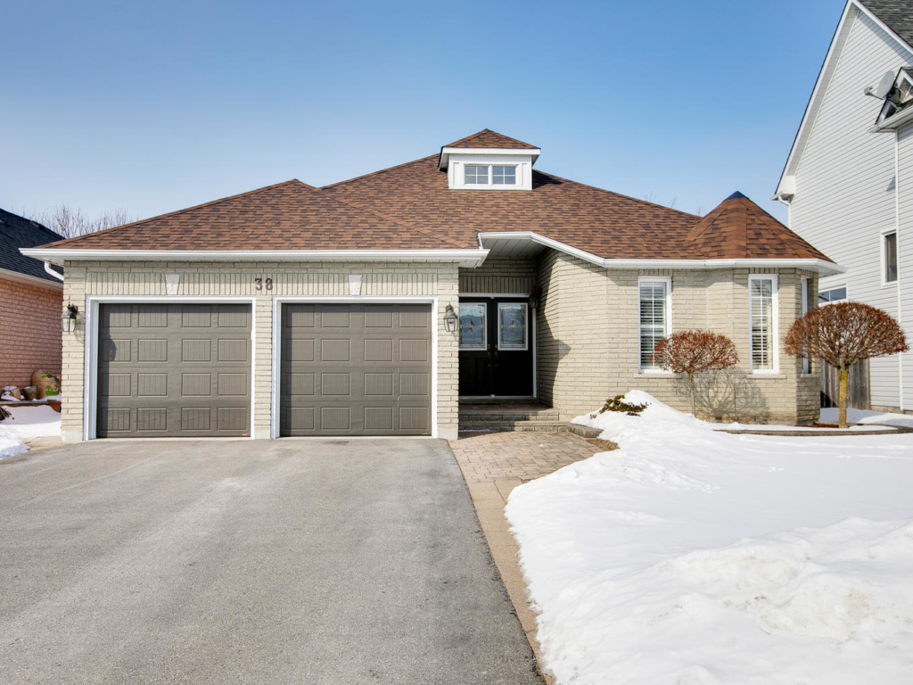 38 Royal Amber Crescent, Mount Albert ON – Virtual Tours in Southern Ontario