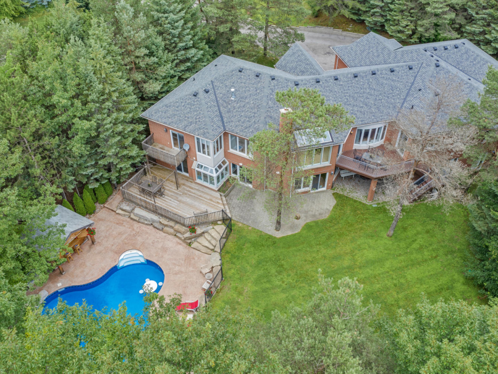 18 Loggers Trail, Newmarket ON – Drone photography for Luxury Homes in Newmarket