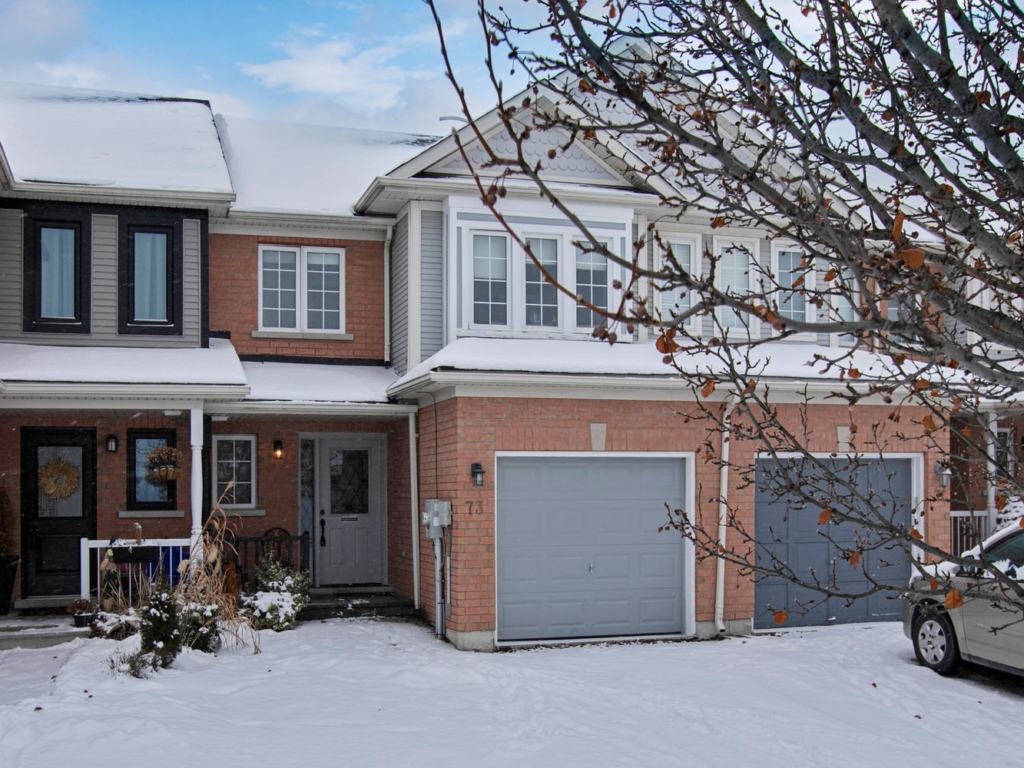 SOLD 73 Crittenden Dr, Georgina ON – Real Estate Photography for Wayne Winch and Brenda Brouwer