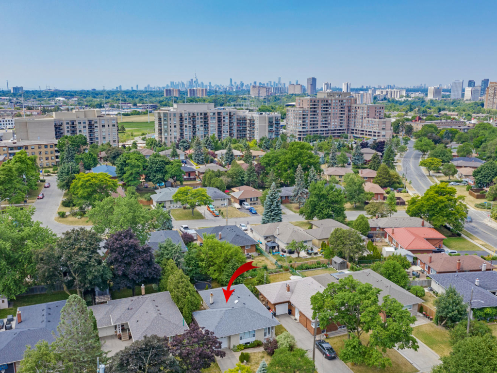 60 Hesketh Ct, Toronto – Drone for Real Estate