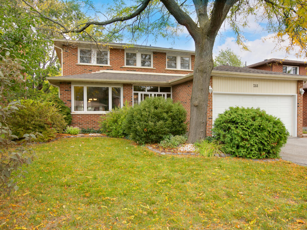 253 Plymouth Trail, Newmarket ON – Photography for Real Estate